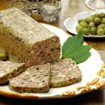 Terrine de lapin aux olives